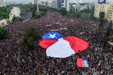 Las manifestaciones del año pasado promovieron el llamado a un cambio en la Constitución de la era de Pinochet, un tema que dividió al gabinete de Piñera