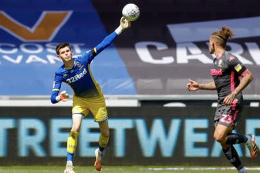 Illan Meslier, the young goalkeeper who was on loan and Leeds bought his pass for 4.5 million euros