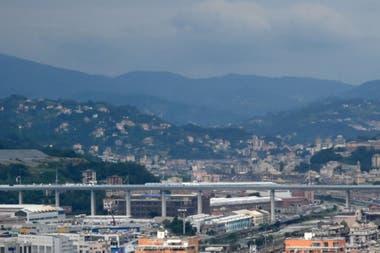 El puente San Giorgio, flamante y ultra moderno viaducto diseñado por el famoso arquitecto Renzo Piano