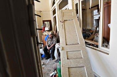 Miles de personas regresaron a sus hogares que se encuentran inhabitables por los graves daños causados por la explosión