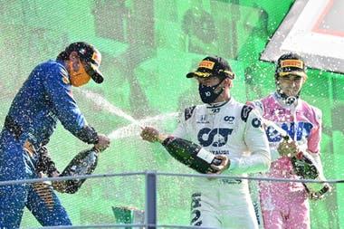 Carlos Sainz (McLaren), Pierre Gasly (Alpha Tauri) y Lance Stroll (Racing Point), a puro festejo en el podio de Monza; desde el Gran Premio de Hungría 2012 que pilotos de Mercedes, Ferrari y Red Bull Racing no terminaban entre los tres primeros en la Fórmula 1
