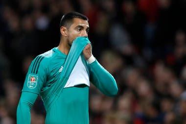 """Después de cinco años en Manchester, ahora sí Romero busca alejarse de los """"Diablos Rojos"""" de Old Trafford porque quedó muy postergado; sus números no fueron malos: atajó 61 partidos, le marcaron 27 goles y mantuvo la valla invicta en 39 ocasiones"""