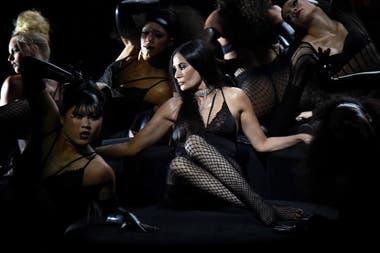 Demi Moore lució una sensual pieza de lencería de la nueva línea de Rihanna