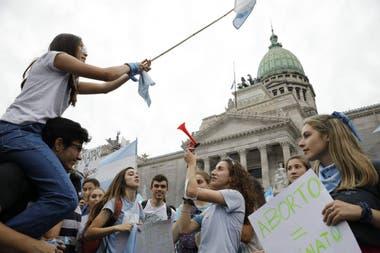 La Iglesia animó a participar de las protestas por el proyecto del Gobierno para legalizar el aborto
