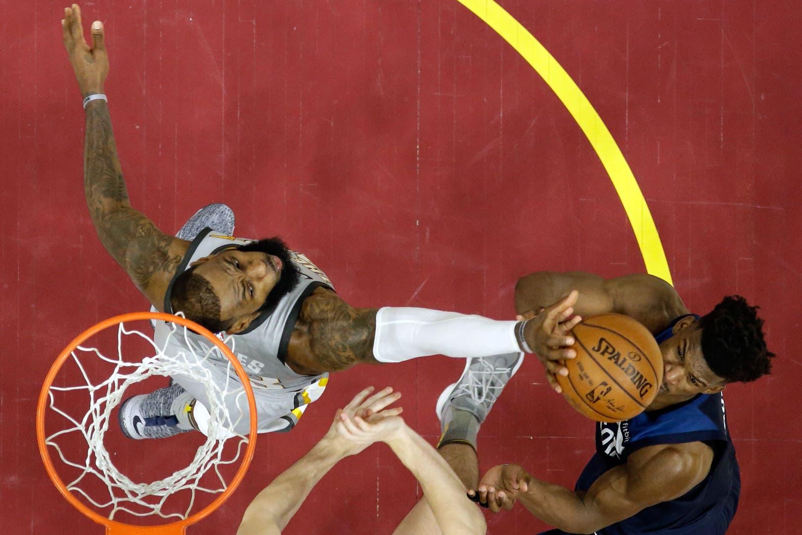 El momento clave del partido: el tapón de LeBron James a Butler