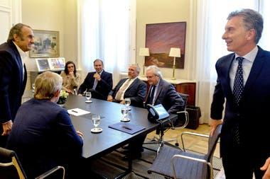 Macri recibió a cinco senadores y Frigerio se reunió con Pichetto, pero no consiguieron debilitar la mayoría que hoy aprobaría un freno a la suba de los servicios públicos