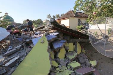 Las autoridades aseguran que varios puentes colapsaron y que es muy difícil acceder a ciertas zonas, además del poco personal para asistir a las personas
