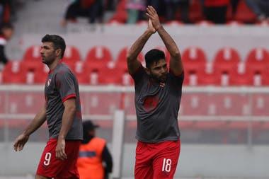 Romero celebra su gol, acompaña Gigliotti, autor de los otros dos
