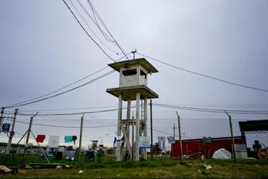 Punta de Rieles es una excepción no solo en Uruguay sino en América Latina, donde los sistemas penitenciarios son sinónimo de tratamiento inhumano, condiciones inhóspitas y una tasa de reincidencia muy alta.