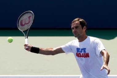 Roger Federer, durante un entrenamiento del US Open; el suizo busca su título de Grand Slam N° 21