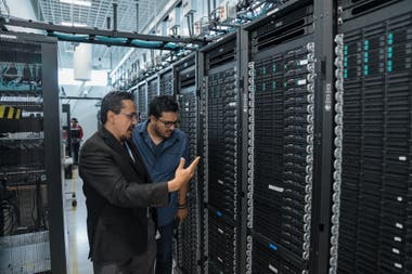 En el centro de Guadalaja, Intel prueba el rendimiento de los últimos chips de la compañía en PCs y servidores