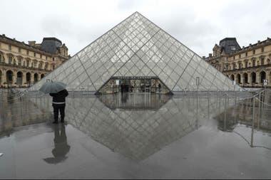 El Museo del Louvre, cerrado a raíz de la epidemia