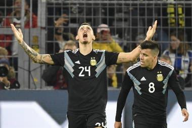 Dos goles en tres partidos en el seleccionado argentino, en el que se estrenó el año pasado; aquí, con Marcos Acuña.