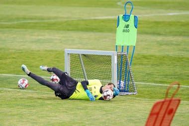Llegó a Portugal para reemplazar nada menos que al español Iker Casillas, su ídolo de toda la vida, que debió retirarse del fútbol por afecciones cardíacas