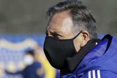 Miguel Ángel Russo condujo la práctica, pero no viajará a Paraguay