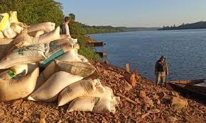 Bolsas de soja incautadas antes de su cruce a Paraguay