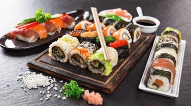 Las sushi salads de Roll Me Up son una gran opción para salir del sushi clásico