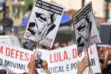 Ayer, un juez ordenó liberar a Lula y desató un escándalo