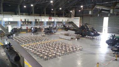 El Hangar de Aviacion de Ejército en Campo de Mayo, preparado para el acto de Macri