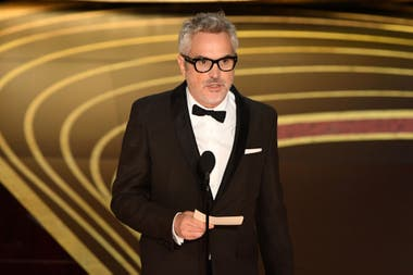 Alfonso Cuarón acepta el Oscar por mejor director