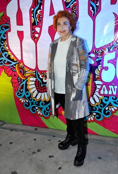 En Ciudad Cultural Konex se estrenó Hair, 50 años y Mirta Busnelli no quiso perdérselo