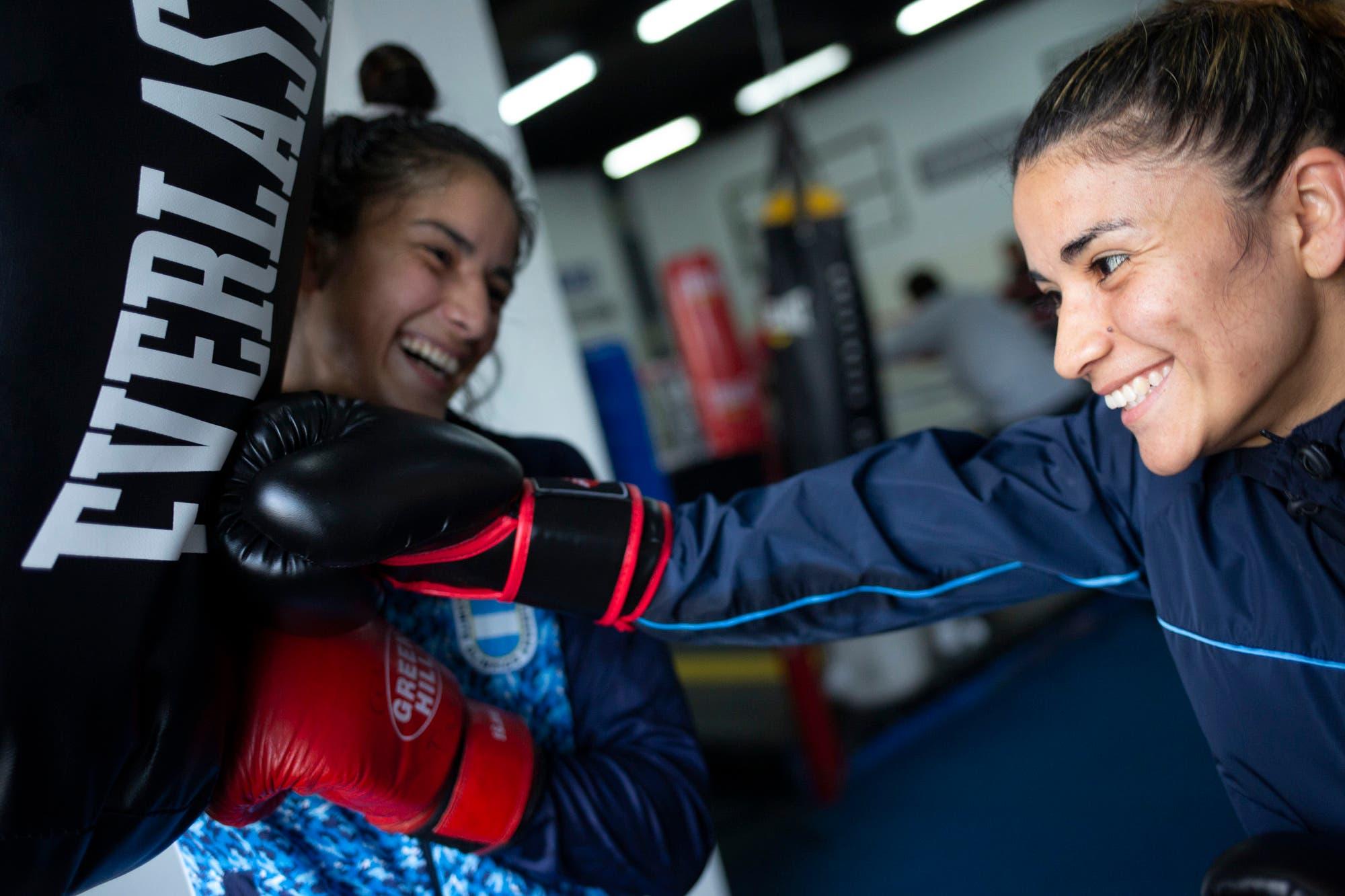 Son hermanas, sufrieron a un padre adicto y violento y hoy brillan en boxeo