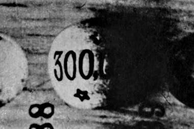 La bola con la inscripción del premio ganador fue sustraída del tablero con la habilidad de un prestidigitador