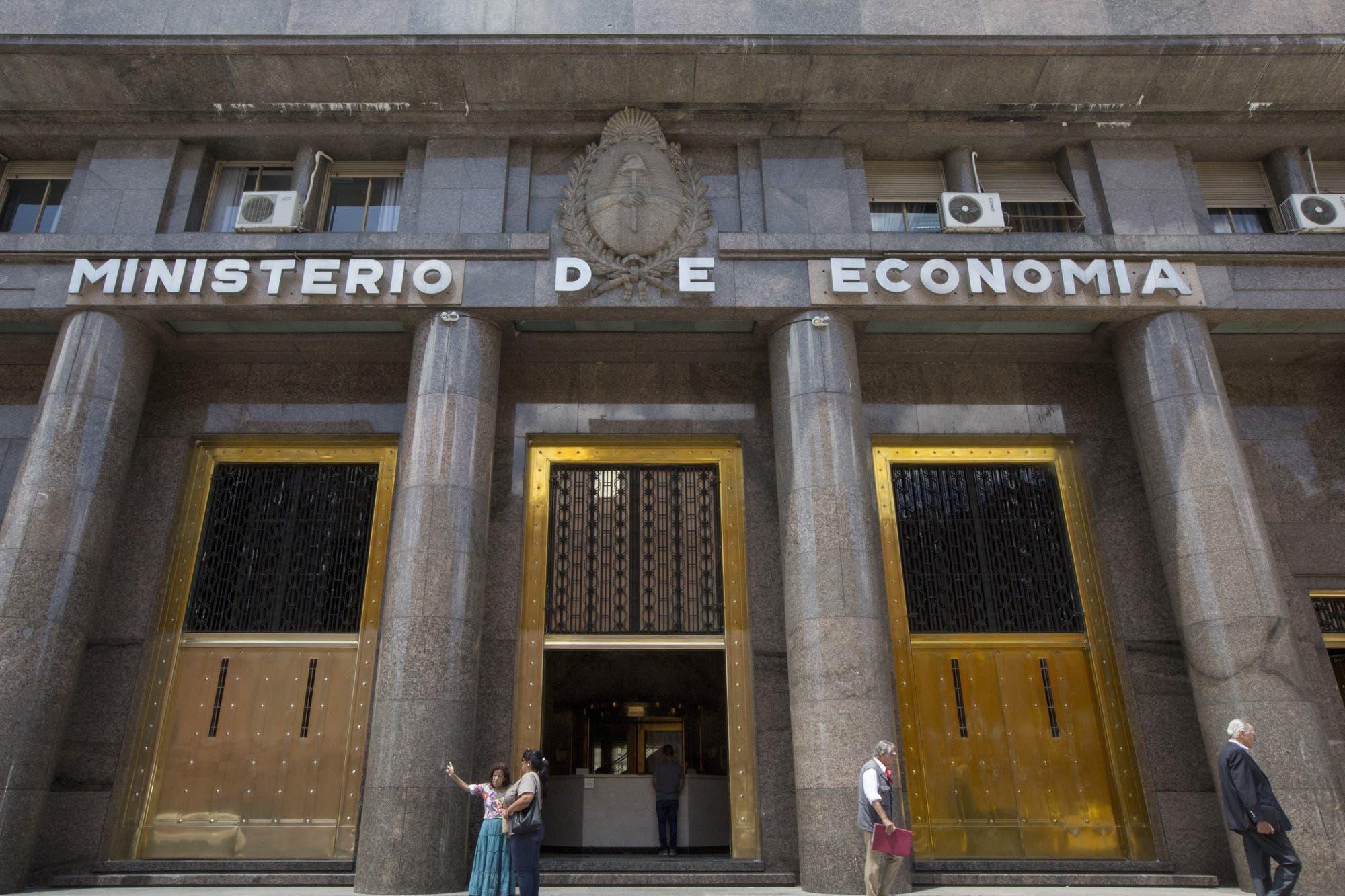 El Gobierno logró que los fondos del exterior le canjeen el bono Dual y reencauzó su plan de refinanciación