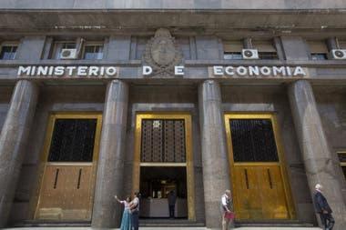 En las últimas dos licitaciones para colocar Letras en pesos ajustables por tasa Badlar sólo renovar cubrir el 15% de los vencimientos