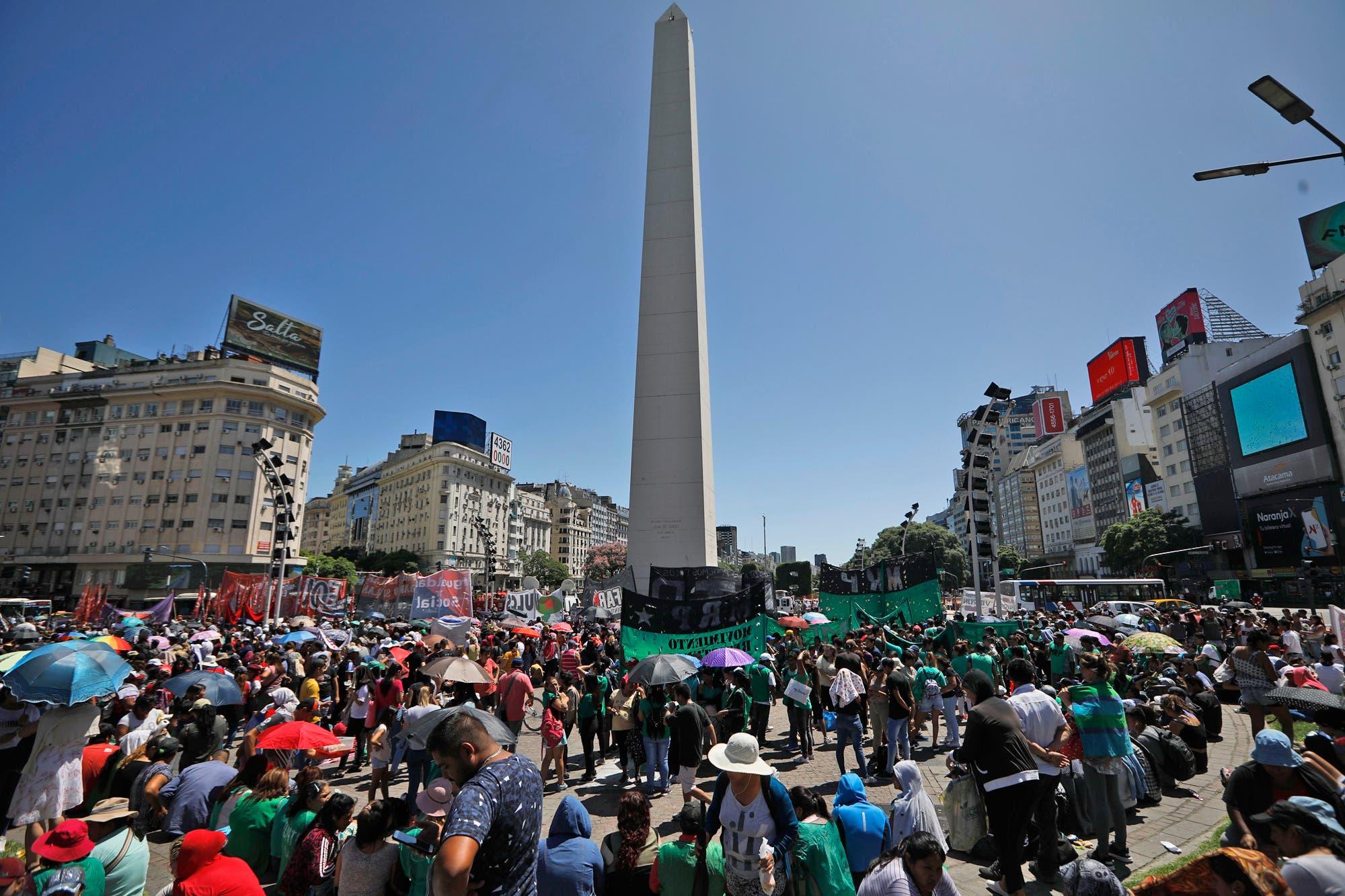 Comenzaron los cortes en el centro porteño por la marcha piquetera contra el FMI