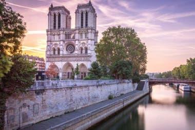 Los científicos investigan si el plomo de Notre Dame está llegando a las agua del río Sena.
