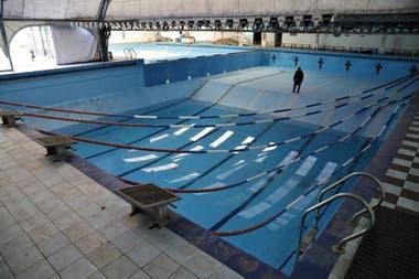 Marcelo Olivo en el natatorio Splash, que pertenece al Club Atlético Chacarita Juniors
