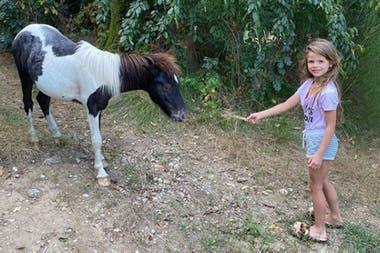 A la hija de Wanda Nara, Francesca, le regalaron un caballo