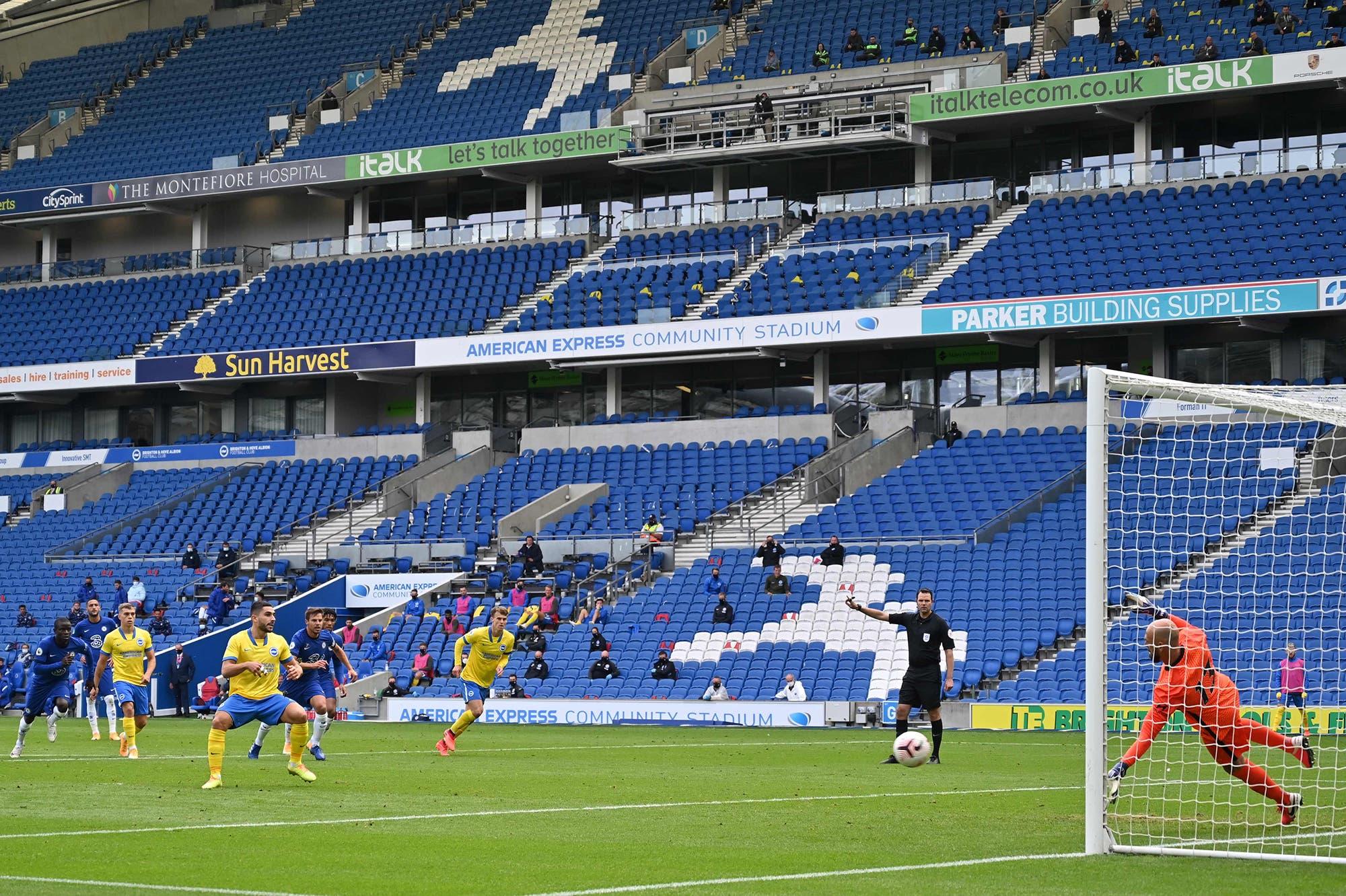 Una prueba en Brighton: volvieron los espectadores a las tribunas del fútbol inglés