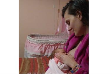 Florencia Itri (31) es madre de cuatro hijos: Luca, Julia, Clara y Lucía (en la foto). Durante su primer embarazo donó 100 litros de leche y continuó en los otros tres