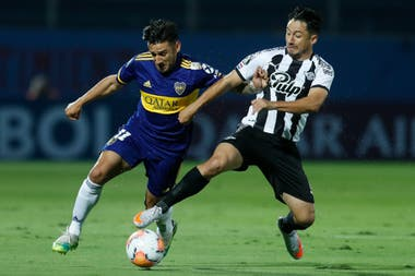 Movilidad y juego ofreció el ex atacante de Lanús para que Boca encaminara su participación en el grupo H de la Copa Libertadores.