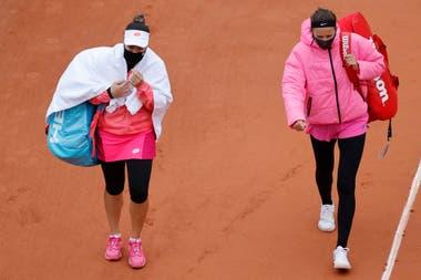 Victoria Azarenka y Kovincic se retiran de la cancha tras la interrupción por la lluvia y el frío en Roland Garros