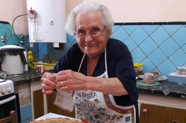 Con 88 años, Violetta Fantini comenzó a contar en video las recetas que cocinó toda la vida desde YouTube con la ayuda de su nieta Sol