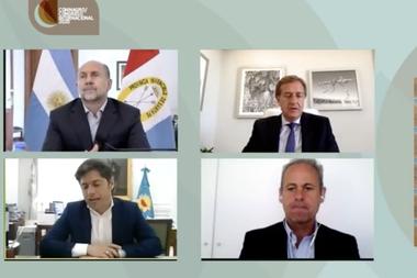 Los gobernadores Omar Perotti, de Santa Fe; Rodolfo Suárez, de Mendoza, y Axel Kicillof, de Buenos Aires, con el periodista Claudio Jacquelin