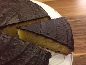Torta glaseada de mandarina y almendras