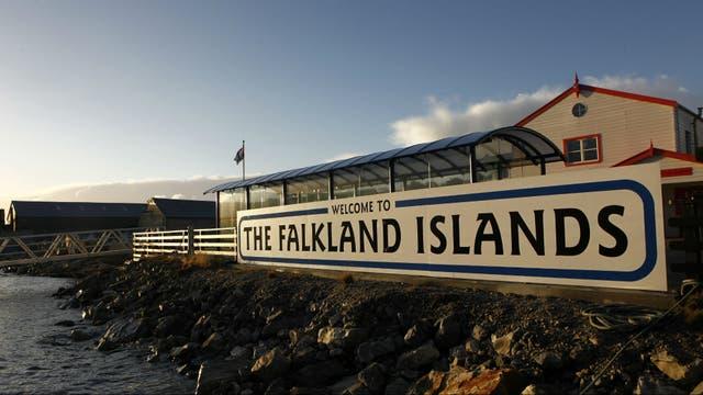 Aseguran que el Reino Unido dejó a las Malvinas sin protección de la Marina real por primera vez desde la guerra