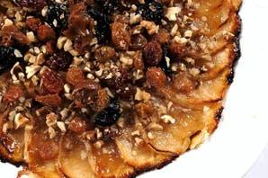 Tarta  ultrafina de manzana con lluvia de frutos y nueces