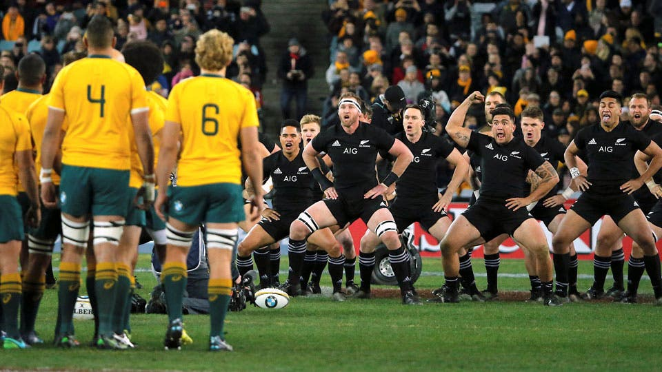 El haka de los All Blacks ante los Wallabies