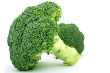 Las coles, como el brócoli, son alimentos ideales y recomendados en una dieta saludable (incluso para bajar de peso) pero suelen generar una hinchazón pasajera del abdomen, por lo que se recomienda evitarlos al momento de lucir una prenda ajustada