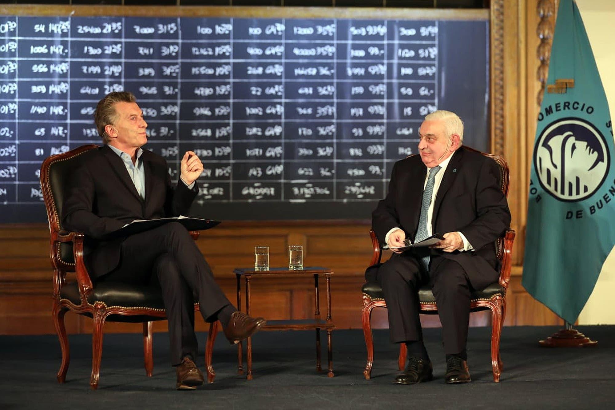 """""""Le agradezco que haya decidido venir, ya que el año pasado no vino"""", la chicana del titular de la Bolsa a Macri"""