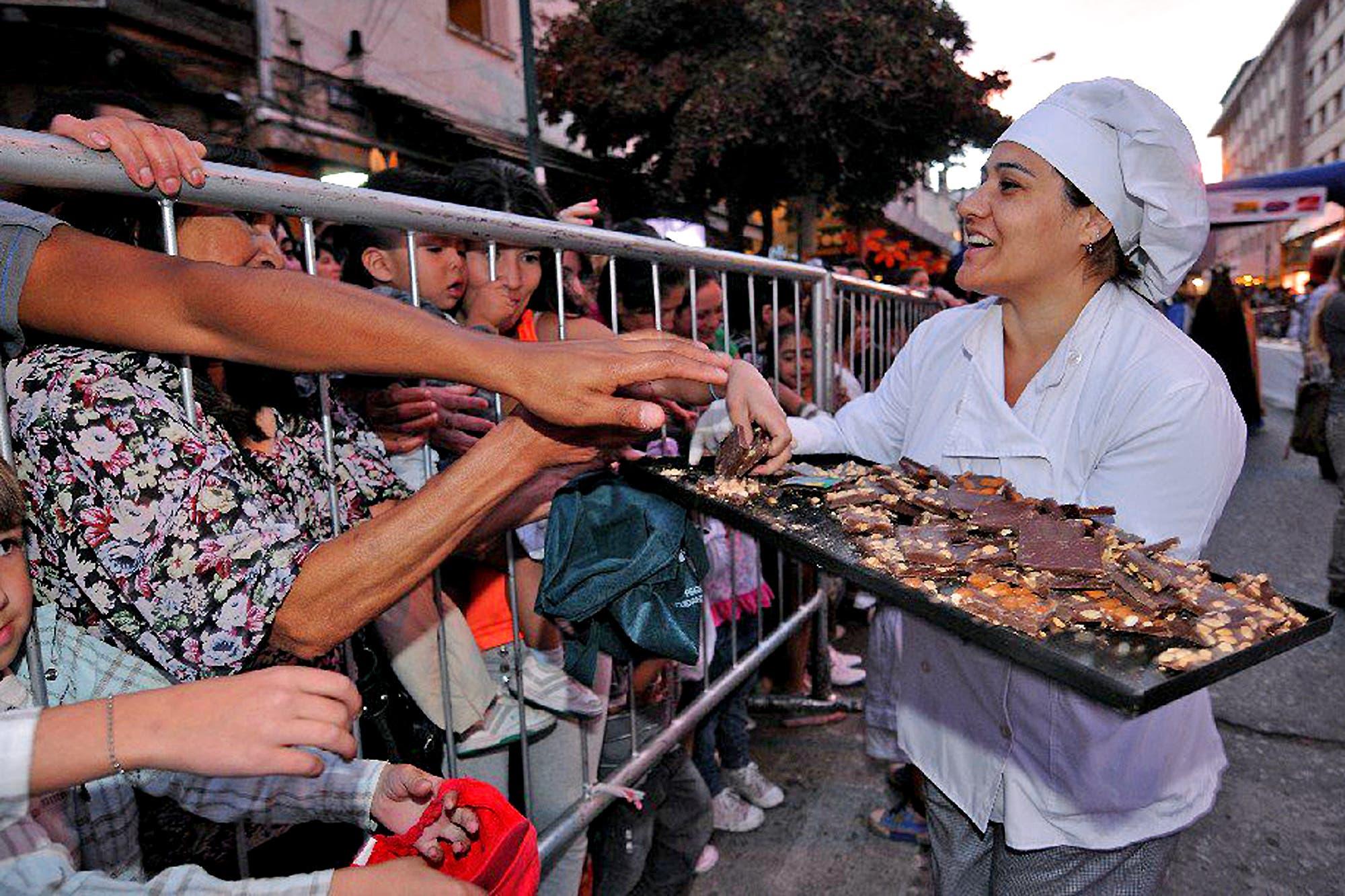 Bariloche busca batir el récord mundial con una barra de chocolate de 200 metros de largo