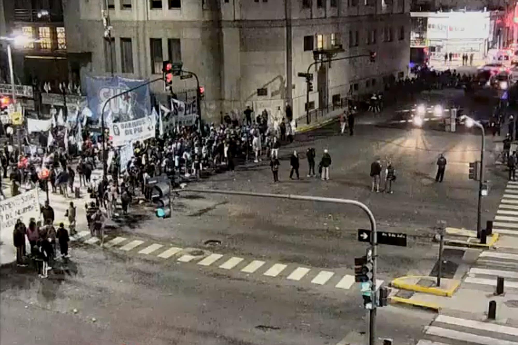 Tensión en la 9 de Julio: buscan instalar carpas frente al Ministerio de Desarrollo Social