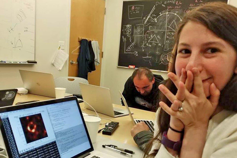 Katie Bouman, la joven de 29 años del MIT detrás de la primera foto de un agujero negro