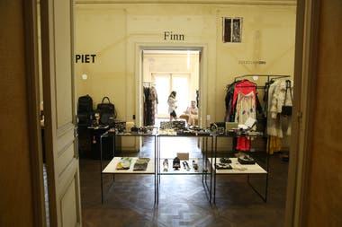 Allí se puede encontrar diseño de autor en indumentaria, accesorios y joyería contemporánea