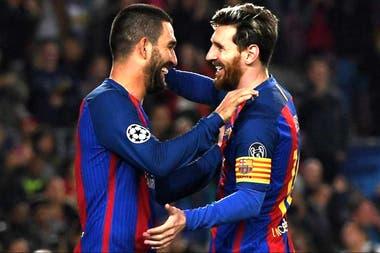 Tiempos más felices: Arda Turan y un festejo con Messi en Barcelona